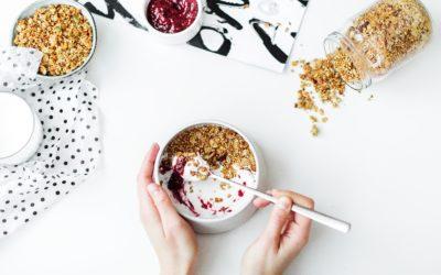 Jak przygotować zdrowe i pełnowartościowe śniadanie do szkoły i na co zwrócić uwagę?